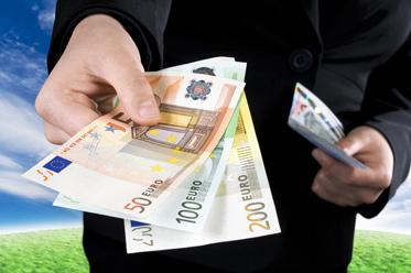 Nieznaczne odbicie PLN, rynek czeka na CPI z USA