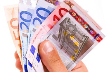 Mocny złoty, stabilny juan, dolar próbuje zyskiwać