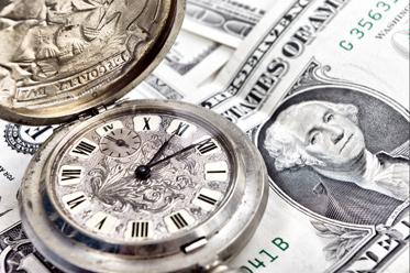 Dolar znów na podium